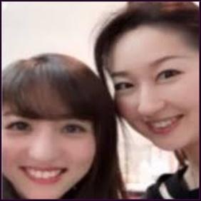 堀田茜と母親の2ショット画像