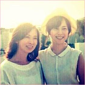 比嘉愛未の母 娘との2ショット画像が似て若くて美人すぎる件!